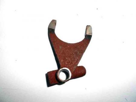 Вилка переключения повышеных-понижиных передач DF354/404