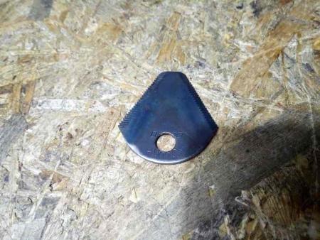 Нож роторной косилки (трехугольный сегмент) КР-01