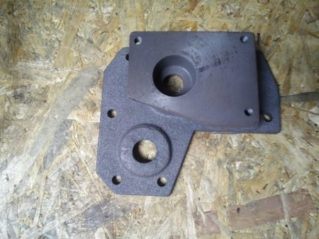 Крышка КПП правая  под насос гидравлики (крепление насоса 3 болта) DW 150